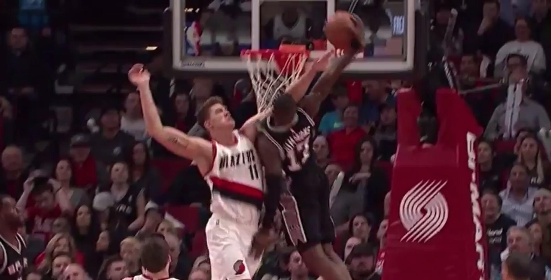Jonathon Simmons dunk