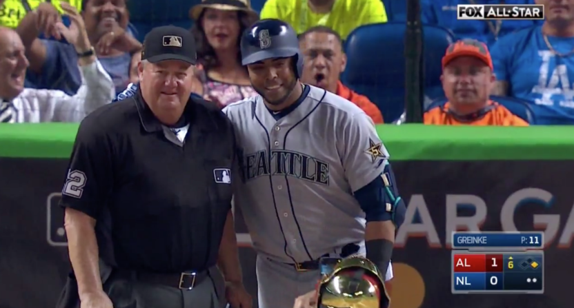Nelson Cruz Stopped the All-Star Game to Have Yadier Molina Take a Picture of Him and Joe West