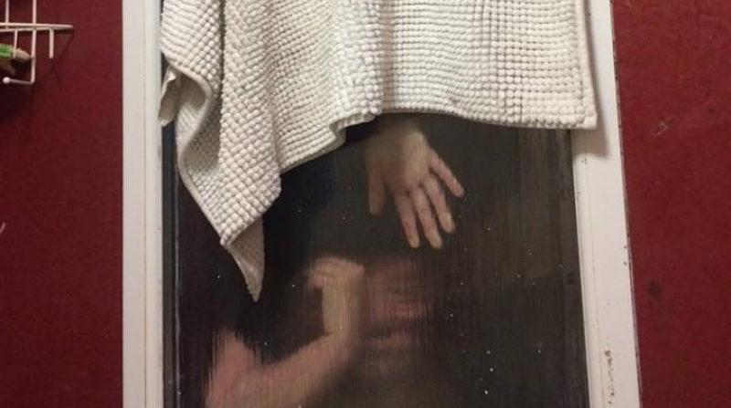 Tinder date stuck in window