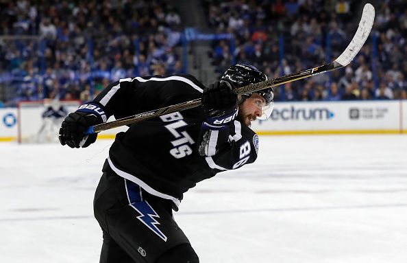 Stamkos, Kucherov lead Lightning past Penguins, 7-1