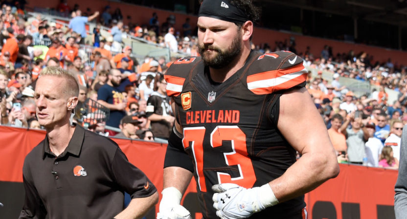 Browns OT Thomas' marathon streak ends with injury