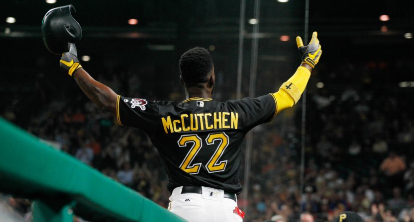 Giants to acquire center fielder Andrew McCutchen from the Pirates