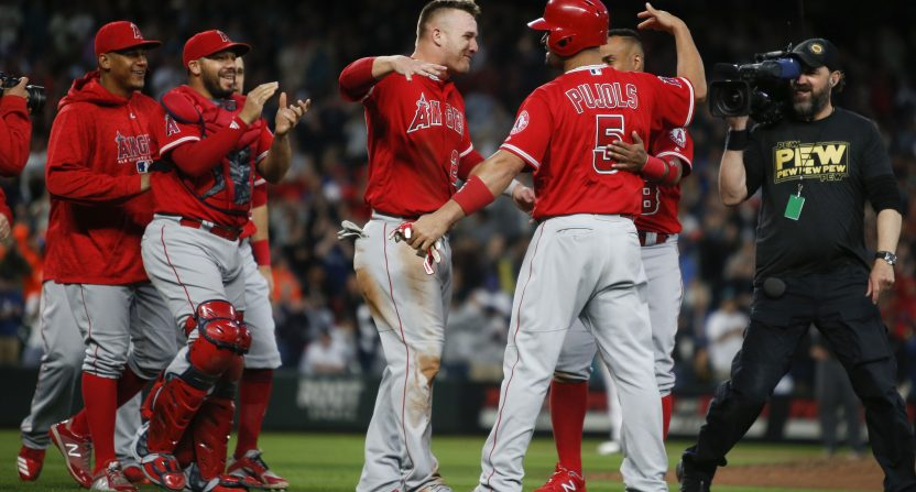 Angels' Albert Pujols gets 3000th career hit against Mariners