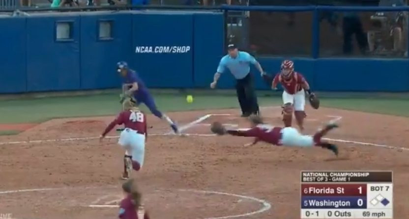 This incredible Jessie Warren catch helped Florida State win Game 1 of the Women's College World Series final.