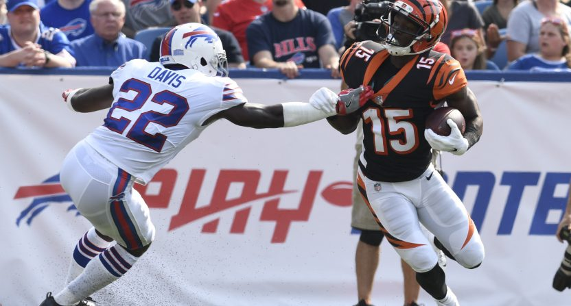 Bills Vontae Davis retires at halftime against the Chargers