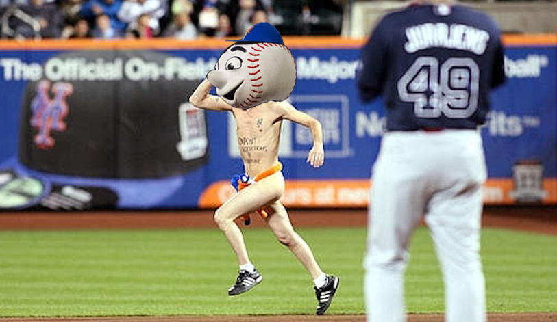 Extremely Naked Streaker Runs Out on Field During Mariners