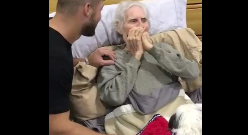 Tim Tebow visits WWII vet at Hurricane Irma shelter