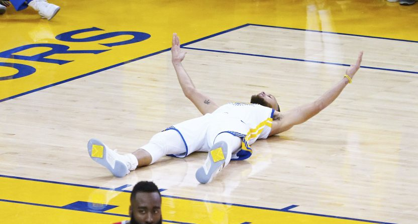 Warriors rout Rockets to take 2-1 series lead