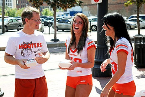 Undercover-Boss-Hooters