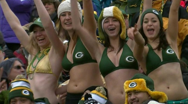 green-bay-packers-fans-wearing-bikinis-in-20-degree-weather