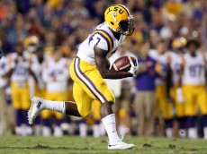 BATON ROUGE, LA - OCTOBER 17:  Leonard Fournette #7 of the LSU Tigers runs for a first down against the Florida Gators at Tiger Stadium on October 17, 2015 in Baton Rouge, Louisiana.  (Photo by Chris Graythen/Getty Images)