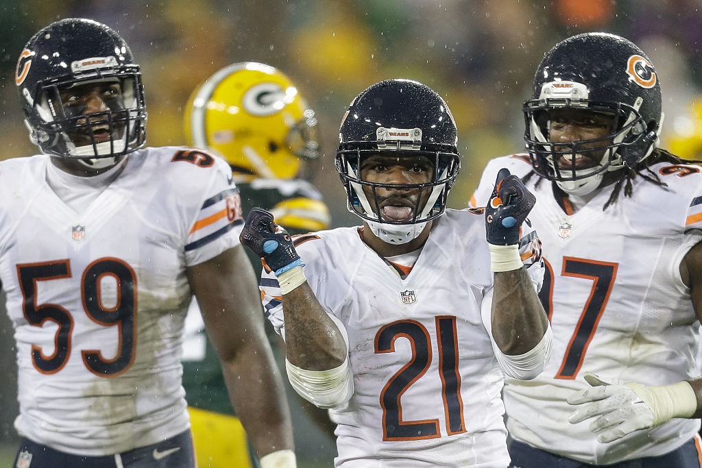GREEN BAY, WI - NOVEMBER 26:  Tracy Porter #21 of the Chicago Bears reacts after intercepting the football in the fourth quarter against the Green Bay Packers at Lambeau Field on November 26, 2015 in Green Bay, Wisconsin. The Chicago Bears defeated the Green Bay Packers 17 to 13.  (Photo by Mike McGinnis/Getty Images)