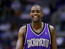 LOS ANGELES - JANUUARY 17:  Chris Webber #4 of the Sacramento Kings reacts during the game against the Los Angeles Clippers on January 17, 2005 at Staples Center in Los Angeles, California. The Kings defeated the Clippers 89-83.  NOTE TO USER: User expressly acknowledges and agrees that, by downloading and or using this photograph, User is consenting to the terms and conditions of the Getty Images License Agreement.  (Photo by Lisa Blumenfeld/Getty Images)