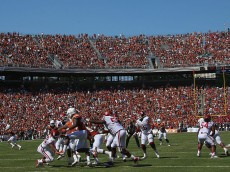 DALLAS, TX - OCTOBER 10:  A general view of play between the Oklahoma Sooners and the Texas Longhorns during the 2015 AT&T Red River Showdown at Cotton Bowl on October 10, 2015 in Dallas, Texas.  (Photo by Ronald Martinez/Getty Images)