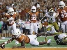 AUSTIN, TX - SEPTEMBER 04:  Tyrone Swoopes #18 of the Texas Longhorns dives for the game-winning touchdown in the second overtime against the Notre Dame Fighting Irish at Darrell K. Royal-Texas Memorial Stadium on September 4, 2016 in Austin, Texas.  (Photo by Ronald Martinez/Getty Images)