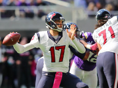 MINNEAPOLIS, MN - OCTOBER 9:  Quarterback Brock Osweiler #17 of the Houston Texans drops back to pass during the second quarter of the game against the Minnesota Vikings on October 9, 2016 at US Bank Stadium in Minneapolis, Minnesota. (Photo by Adam Bettcher/Getty Images)