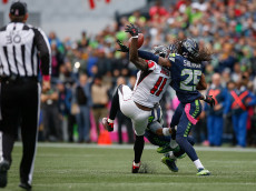 SEATTLE, WA - OCTOBER 16:  Wide receiver Julio Jones #11 of the Atlanta Falcons can't make the catch on fourth down as cornerback Richard Sherman #25 of the Seattle Seahawks defends at CenturyLink Field on October 16, 2016 in Seattle, Washington.  (Photo by Otto Greule Jr/Getty Images)