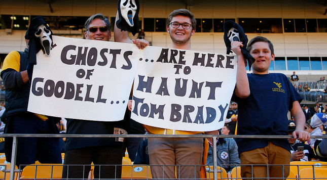 PITTSBURGH, PA - OCTOBER 23: Fans hold up a sign about Tom Brady before the game between the Pittsburgh Steelers and the New England Patriots at Heinz Field on October 23, 2016 in Pittsburgh, Pennsylvania. (Photo by Justin K. Aller/Getty Images)