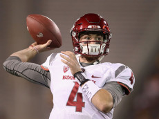 TEMPE, AZ - OCTOBER 22:  Quarterback Luke Falk #4 of the Washington State Cougars warms up before the college football game against the Arizona State Sun Devils at Sun Devil Stadium on October 22, 2016 in Tempe, Arizona.  (Photo by Christian Petersen/Getty Images)