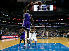 DALLAS, TX - DECEMBER 07:  DeMarcus Cousins #15 of the Sacramento Kings dunks against the Dallas Mavericks in the second half at American Airlines Center on December 7, 2016 in Dallas, Texas. NOTE TO USER: User expressly acknowledges and agrees that, by downloading and or using this photograph, User is consenting to the terms and conditions of the Getty Images License Agreement.  (Photo by Tom Pennington/Getty Images)