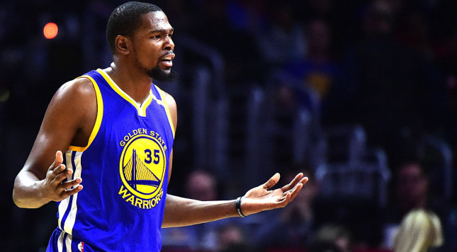 LOS ANGELES, CA - DECEMBER 07:  Kevin Durant #35 of the Golden State Warriors during the game against the LA Clippers at Staples Center on December 7, 2016 in Los Angeles, California.  NOTE TO USER: User expressly acknowledges and agrees that, by downloading and or using this photograph, User is consenting to the terms and conditions of the Getty Images License Agreement.  (Photo by Harry How/Getty Images)