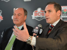 PASADENA, CA - APRIL 23:  Jim Delany, Commissioner, Big Ten Conference and Larry Scott, Commissioner, Pac-12 Conference attend the 100th Rose Bowl Game press conference  at Rose Bowl on April 23, 2013 in Pasadena, California.  (Photo by Alberto E. Rodriguez/Getty Images)