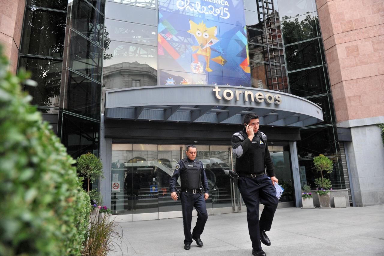 Torneos police FIFA bribes