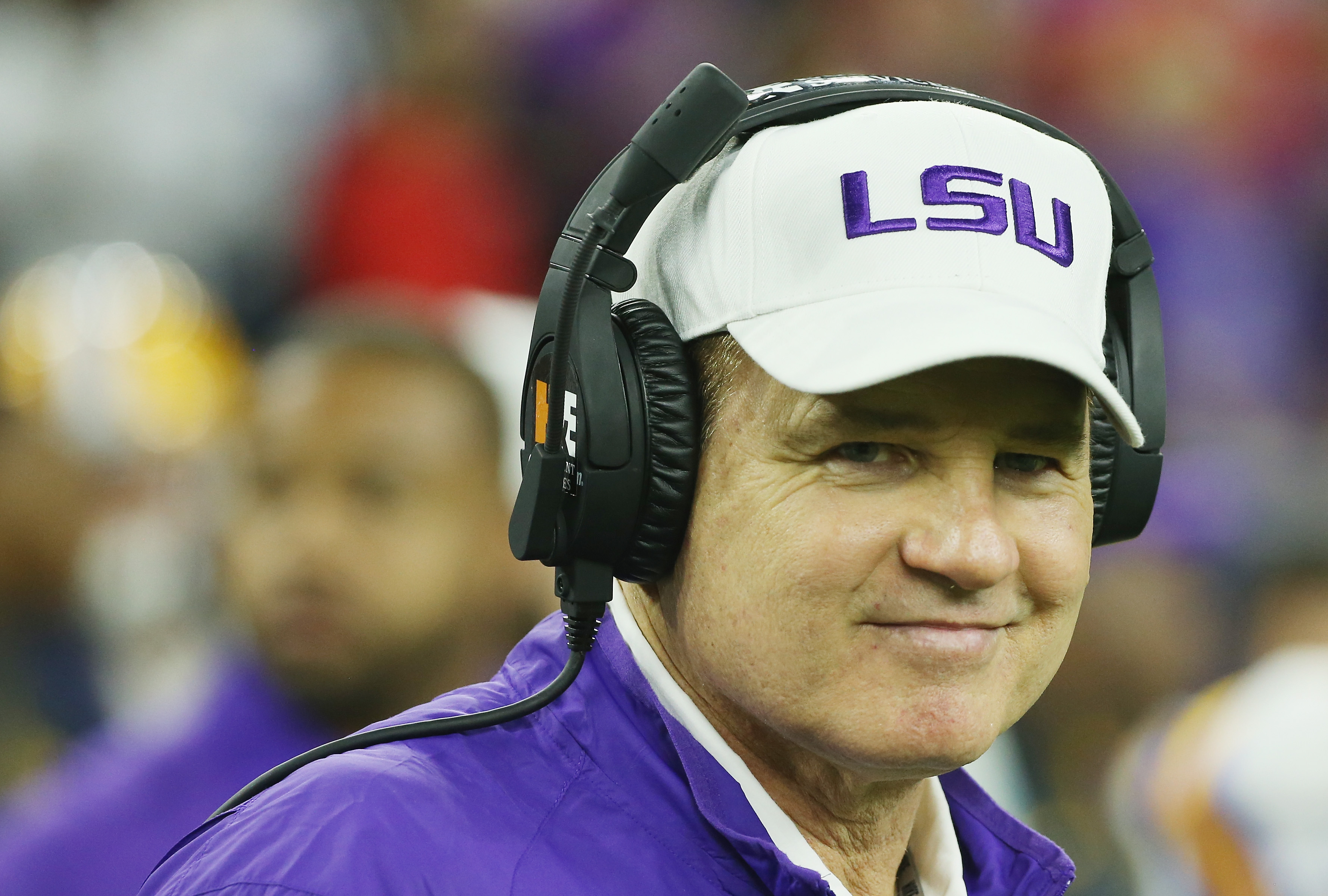 FOX Sports adds Les Miles, Mark Helfrich as 2017 college football analysts