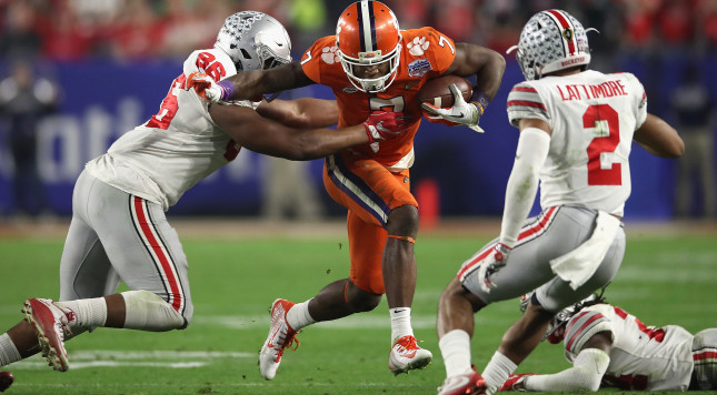GLENDALE, AZ - DECEMBER 31: Dre'Mont Jones #86 of the Ohio State Buckeyes hits Mike Williams #7 of the Clemson Tigers during the first half of the 2016 PlayStation Fiesta Bowl at University of Phoenix Stadium on December 31, 2016 in Glendale, Arizona.  (Photo by Matthew Stockman/Getty Images)