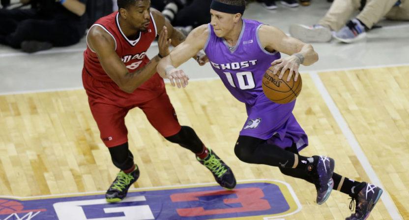 Basketball player oden greg