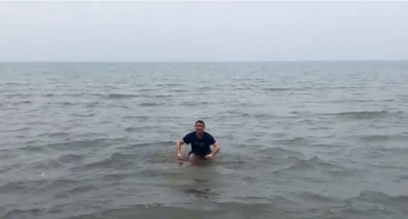 Cubs' blogger Michael Cerami lived up to his vow of jumping into Lake Michigan.