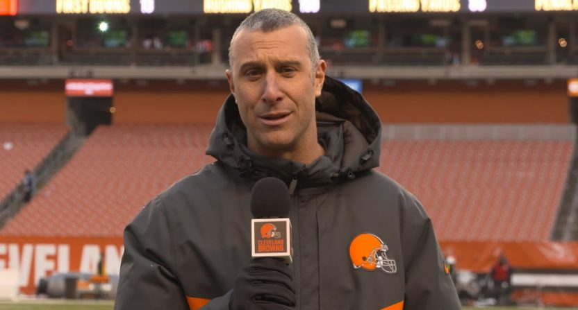 Browns remove sideline reporter from broadcast for arguing with official