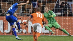 Gylfi Sigurðsson (L) of Iceland scores the opening goal with a penalty kick during their UEFA EURO 2016 qualifier against Netherlands. Getty Images.