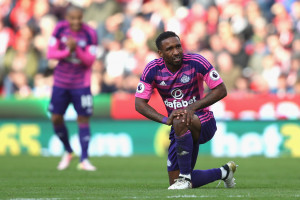 STOKE ON TRENT, ENGLAND - OCTOBER 15: Jermain Defoe of Sunderland looks on during the Premier League match between Stoke City and Sunderland at Bet365 Stadium on October 15, 2016 in Stoke on Trent, England.  (Photo by Chris Brunskill/Getty Images)