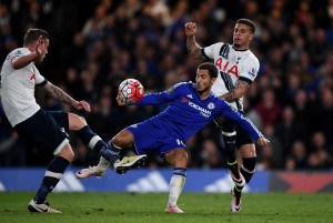 LONDON, ENGLAND - MAY 02:  Eden Hazard of Chelsea battles for the ball with Toby Alderweireld (L) and Kyle Walker (R) of Tottenham Hotspur during the Barclays Premier League match between Chelsea and Tottenham Hotspur at Stamford Bridge on May 02, 2016 in London, England.jd  (Photo by Shaun Botterill/Getty Images)