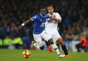 LIVERPOOL, ENGLAND - NOVEMBER 19:  Idrissa Gueye of Everton (L) and Wayne Routledge of Swansea City (R) battle for possession during the Premier League match between Everton and Swansea City at Goodison Park on November 19, 2016 in Liverpool, England.  (Photo by Alex Livesey/Getty Images)