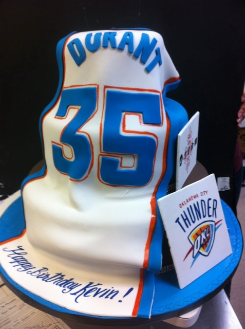 Enjoyable Kevin Durant Celebrates Birthday In Miami With Thunder Cake Funny Birthday Cards Online Alyptdamsfinfo