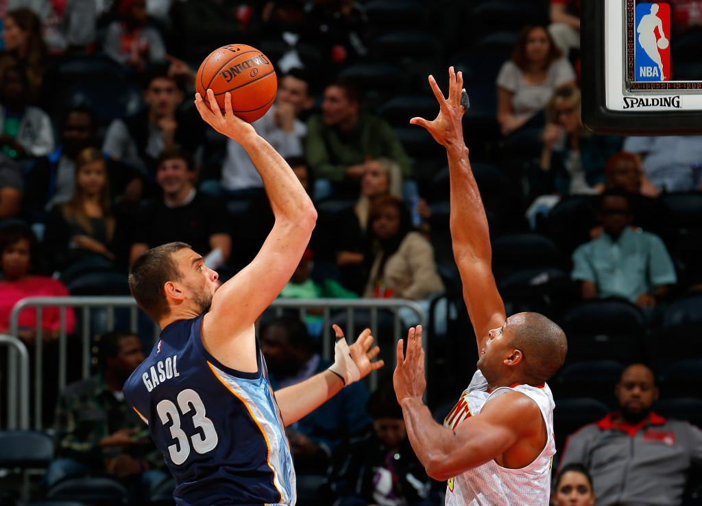 ATLANTA, GA - OCTOBER 21:  Marc Gasol #33 of the Memphis Grizzlies shoots against Al Horford #15 of the Atlanta Hawks at Philips Arena on October 21, 2015 in Atlanta, Georgia.  NOTE TO USER User expressly acknowledges and agrees that, by downloading andor using this photograph, user is consenting to the terms and conditions of the Getty Images License Agreement.  (Photo by Kevin C. Cox/Getty Images)