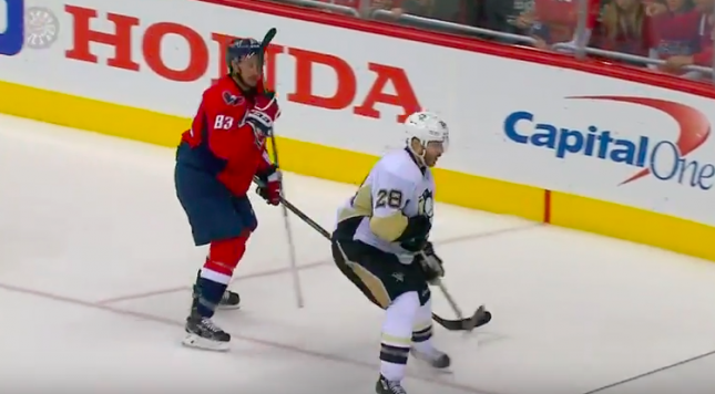 best service abfe8 54f14 Video: Jay Beagle gets Letang's stick stuck in visor, looks ...