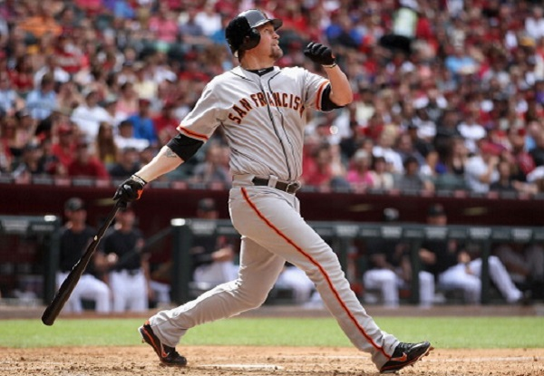 Giants bargain Aubrey Huff