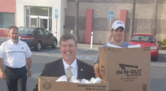 Colorado coach Mike MacIntyre treats team to In-N-Out