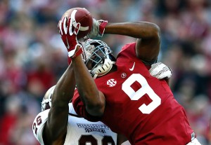TUSCALOOSA, AL - NOVEMBER 15:  Amari Cooper #9 of the Alabama Crimson Tide pulls in this reception against Kendrick Market #26 of the Mississippi State Bulldogs at Bryant-Denny Stadium on November 15, 2014 in Tuscaloosa, Alabama.  (Photo by Kevin C. Cox/Getty Images)