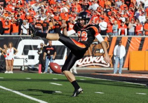 CORVALLIS, OR - OCTOBER 28:  Kyle Loomis #18 of the Oregon State Beavers misses the punt kick during the game against the Southern California Trojans at Reser Stadium on October 28, 2006 in Corvallis, Oregon. The Beavers defeated the Trojans 33-31. (Photo by Tom Hauck/Getty Images)