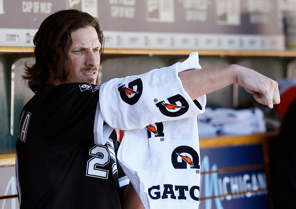 DETROIT, MI - SEPTEMBER 21:  Jeff Samardzija #29 of the Chicago White Sox wraps his arm after pitching against the Detroit Tigers during the eighth inning at Comerica Park on September 21, 2015 in Detroit, Michigan. Samardzija pitched his sixth career complete game, giving up one hit, no walks and six strikeouts, in a 2-0 win.(Photo by Duane Burleson/Getty Images)