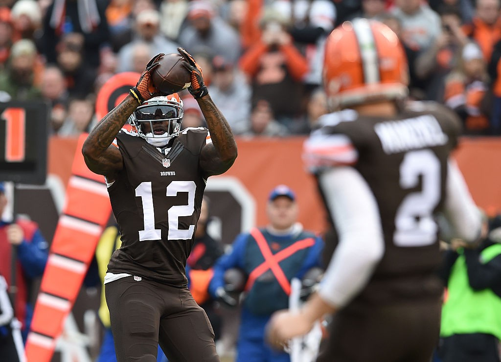 CLEVELAND, OH - DECEMBER 14:  Josh Gordon #12 makes a catch on a ball thrown by Johnny Manziel #2 of the Cleveland Browns during the second quarter against the Cincinnati Bengals at FirstEnergy Stadium on December 14, 2014 in Cleveland, Ohio.  (Photo by Jason Miller/Getty Images)