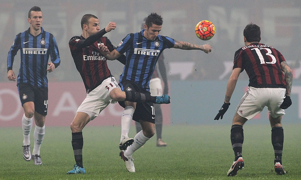 MILAN, ITALY - JANUARY 31:  Stevan Jovetic (R) of FC Internazionale Milano competes for the ball with Luca Antonelli (L) of AC Milan during the Serie A match between AC Milan and FC Internazionale Milano at Stadio Giuseppe Meazza on January 31, 2016 in Milan, Italy.  (Photo by Marco Luzzani/Getty Images)