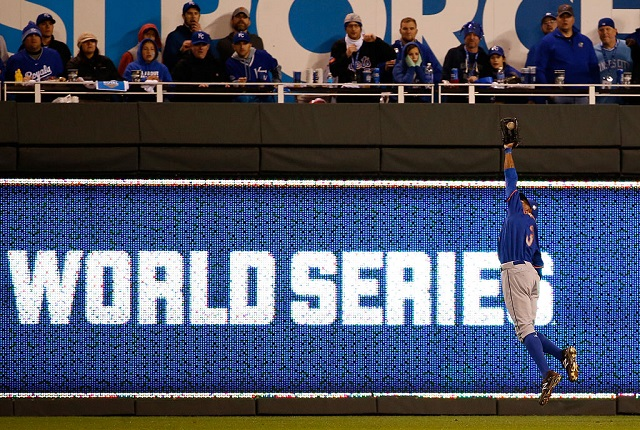 KANSAS CITY, MO - OCTOBER 27: Curtis Granderson #3 of the New York Mets fields a ball hit by Jarrod Dyson #1 of the Kansas City Royals (not pictured) in the eleventh inning during Game One of the 2015 World Series at Kauffman Stadium on October 27, 2015 in Kansas City, Missouri. (Photo by Sean M. Haffey/Getty Images)