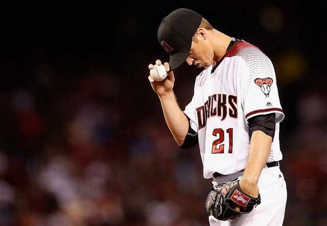 PHOENIX, AZ - APRIL 04: Starting pitcher Zack Greinke #21 of the Arizona Diamondbacks prepares to pitch against the Colorado Rockies during the second inning of the MLB opening day game at Chase Field on April 4, 2016 in Phoenix, Arizona. (Photo by Christian Petersen/Getty Images)