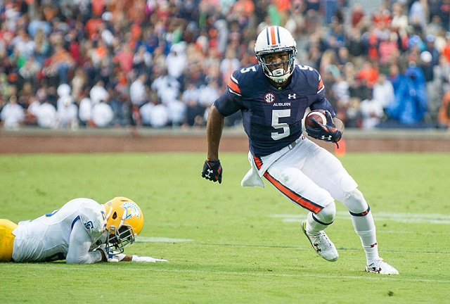 AUBURN, AL - OCTOBER 3: Wide receiver Ricardo Louis #5 of the Auburn Tigers runs the ball past safety Vincente Miles Jr #26 of the San Jose State Spartans on October 3, 2015 at Jordan-Hare Stadium in Auburn, Alabama. The Auburn Tigers defeated the San Jose State Spartans 35-21. (Photo by Michael Chang/Getty Images)