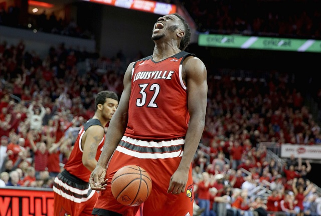 LOUISVILLE, KY - MARCH 01: Chinanu Onuaku #32 of the Louisville Cardinals celebrates during the game against the Georgia Tech Yellow Jackets at KFC YUM! Center on March 1, 2016 in Louisville, Kentucky. (Photo by Andy Lyons/Getty Images)